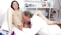 Wanna be a witness of this quickie where babe gives fellatio to her old doctor